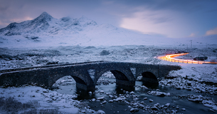 Sligachan Bridge in the snow with car light trails, Isle of Skye, Inner Hebrides, Scotland, United Kの写真素材 [FYI03787522]