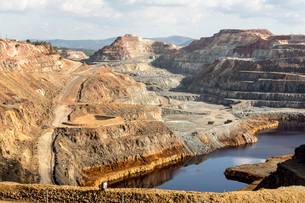 Main open-pit copper-sulphur mine at Rio Tinto, Huelva, Southwest Spain, Europeの写真素材 [FYI03787553]