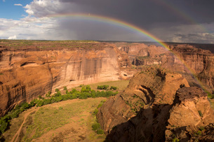 White House Overlook under approaching storm, Canyon de Chelly National Monument, Arizona, United Stの写真素材 [FYI03787555]