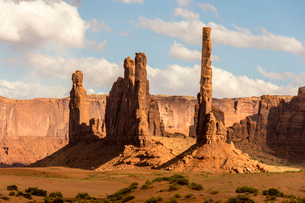 Totem Pole sandstone towers, Monument Valley Navajo Tribal Park, Arizona, United States of America,の写真素材 [FYI03787563]