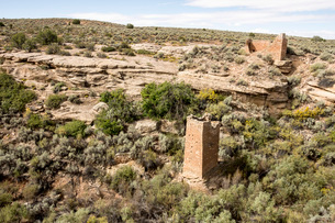 Square Tower and Hovenweep House in canyon of Hovenweep National Monument, Southeast Utah, United Stの写真素材 [FYI03787564]