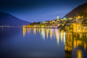Panoramic view of Lake Garda and the port of Limone at dusk, Lake Garda, Lombardy, Italian Lakes, Itの写真素材 [FYI03787579]