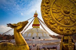 Golden deer statue of Boudhanath Stupa, UNESCO World Heritage Site, Kathmandu, Nepal, Asiaの写真素材 [FYI03787620]
