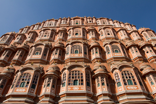 The Hawa Mahal (Palace of the Winds) in central Jaipur, Rajasthan, India, Asiaの写真素材 [FYI03787621]