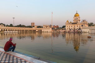 Gurdwara Bangla Sahib, a Sikh temple, New Delhi, Delhi, India, Asiaの写真素材 [FYI03787795]