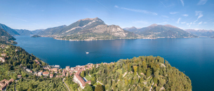 Panoramic aerial view of Bellagio on green promontory on the shore of Lake Como, Province of Como, Lの写真素材 [FYI03787812]