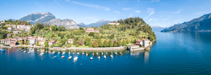 Panoramic aerial view of sailboats in Lake Como around the village of Pescallo, Bellagio, Province oの写真素材 [FYI03787817]