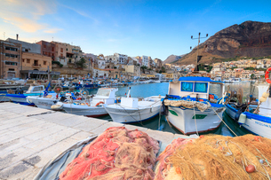 Fishing boats at the harbor, Castellammare del Golfo, province of Trapani, Sicily, Italy, Mediterranの写真素材 [FYI03787900]