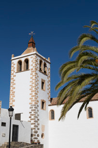 Church of Santa Maria in the small town of Betancuria on the volcanic island of Fuerteventura, Canarの写真素材 [FYI03787924]