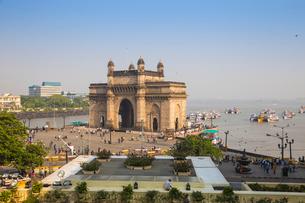 View of Gateway of India, Mumbai, Maharashtra, India, Asiaの写真素材 [FYI03787975]