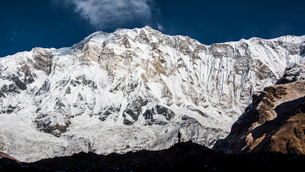 The silhouette of a photographer in front of Annapurna, Himalayas, Nepal, Asiaの写真素材 [FYI03788042]