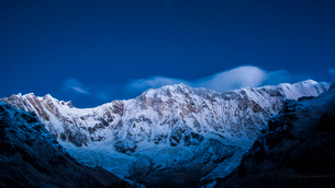 Clouds and stars at night over Annapurna, image taken from Base Camp in the Sanctuary, Himalayas, Neの写真素材 [FYI03788044]