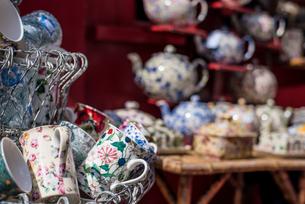 Antiques on Portobello Road, London, England, United Kingdom, Europeの写真素材 [FYI03788064]