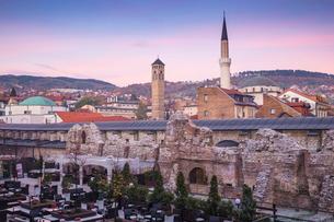 Taslihan, an ancient caravanserai, Bascarsija (The Old Quarter), Sarajevo, Bosnia and Herzegovina, Eの写真素材 [FYI03788126]