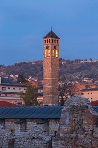 Taslihan, an ancient caravanserai and clock tower, Bascarsija (The Old Quarter), Sarajevo, Bosnia anの写真素材 [FYI03788128]