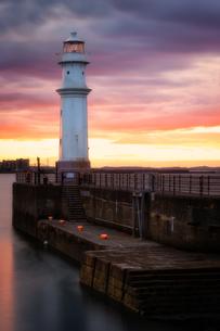Newhaven Harbour at sunset, Edinburgh, Scotland, United Kingdom, Europeの写真素材 [FYI03788163]