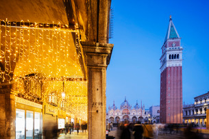 St. Marks Square, St. Mark's Basilica and Campanile, San Marco, Venice, UNESCO World Heritage Site,の写真素材 [FYI03788381]