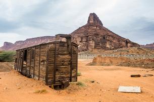 Old wagon in the sand, Hijaz railway station, Al Ula, Saudi Arabia, Middle Eastの写真素材 [FYI03788416]
