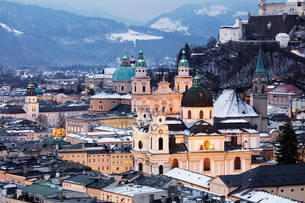 View over the old town, UNESCO World Heritage Site, and Salzburg Cathedral at dusk, Salzburg, Austriの写真素材 [FYI03788449]