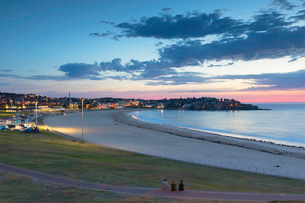 Bondi Beach at dawn, Sydney, New South Wales, Australia, Pacificの写真素材 [FYI03788733]