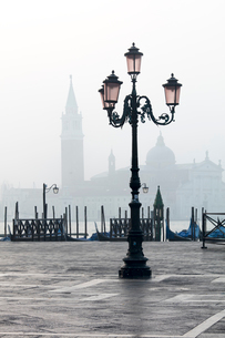 Lamp and St. Mark's Square with Grand Canal and Church of San Giorgio Maggiore in the background, Veの写真素材 [FYI03788793]