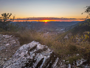 Sunset from the countryside in autumn, Gubbio, Umbria, Italy, Europeの写真素材 [FYI03788925]