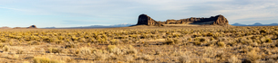 A panorama of sagebrush and rock formations in front of mountains, Oregon, United States of America,の写真素材 [FYI03788984]