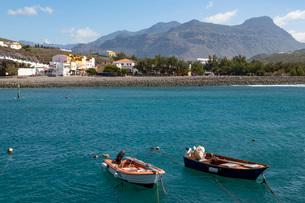 Boats in the harbour, Playa de la Aldea at Los Caserones on the wild west coast of Gran Canaria, Canの写真素材 [FYI03789069]