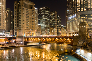 Trump Tower and frozen Chicago River at night, Chicago, Illinois, United States of America, North Amの写真素材 [FYI03789085]
