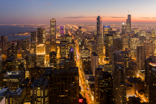 Chicago at sunset from 875 North Michigan Avenue (John Hancock Tower), looking towards Willis (Searsの写真素材 [FYI03789089]