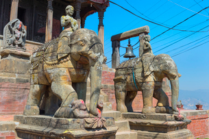 Ganesh Shrine, Uma Maheshwar Temple guarded by two stone elephants, Kirtipur, Nepal, Asiaの写真素材 [FYI03789135]