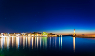 Panoramic view of The Venetian Harbour at night, Chania, Crete, Greek Islands, Greece, Europeの写真素材 [FYI03789243]