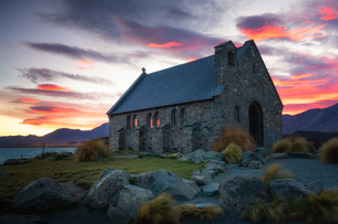 Church of the Good Shepherd at sunrise, Lake Tekapo, Mackenzie Distrtict, Canterbury Region, South Iの写真素材 [FYI03789246]