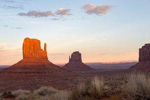 The giant sandstone buttes glowing pink at sunset in Monument Valley Navajo Tribal Park on the Arizoの写真素材 [FYI03789249]