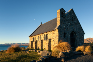 Church of the Good Shepherd at sunset, Lake Tekapo, Mackenzie Distrtict, Canterbury Region, South Isの写真素材 [FYI03789364]