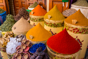 Bags of herbs and spices for sale in souk in the old quarter, Medina, Marrakesh, Morocco, North Afriの写真素材 [FYI03789593]