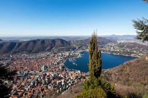 View over town of Como, Lake Como, Lombardy, Italian Lakes, Italy, Europeの写真素材 [FYI03789619]