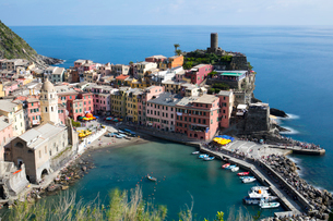 Vernazza on a sunny day, Cinque Terre, UNESCO World Heritage Site, Liguria, Italy, Europeの写真素材 [FYI03789910]