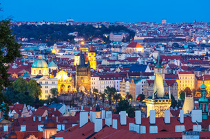 Charles Bridge and old town, Prague, UNESCO World Heritage Site, Bohemia, Czech Republic, Europeの写真素材 [FYI03789920]