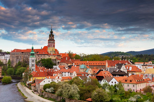 Cesky Krumlov Castle dating back to 1240, Cesky Krumlov, UNESCO World Heritage Site, South Bohemia,の写真素材 [FYI03789962]