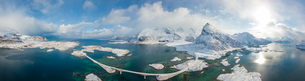 Aerial panoramic view of snowy peak of Volanstinden and Fredvang bridge, Lofoten Islands, Nordland,の写真素材 [FYI03789978]