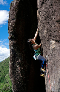 Rock climber in action at Anhangava, Curitiba, Brazil, South Americaの写真素材 [FYI03790048]