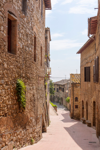 A street in San Gimignano, UNESCO World Heritage Site, Tuscany, Italy, Europeの写真素材 [FYI03790056]