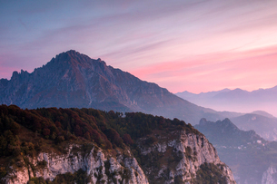 Grigna meridionale at sunrise seen from Monte Coltignone, Lecco, Lombardy, Italian Alps, Italy, Euroの写真素材 [FYI03790116]