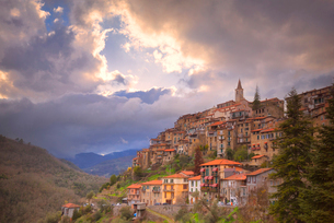 Sunset at the village of Apricale, Province of Imperia, Liguria, Italy, Europeの写真素材 [FYI03790128]