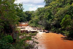River in spate at Serra do Cipo, Minas Gerais, Brazil, South Americaの写真素材 [FYI03790278]