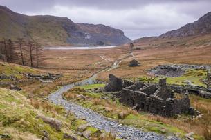 Cwmorthin Quarry and Cwmorthin Lake, Vale of Ffestiniog, Gwynedd, North Wales, Wales, United Kingdomの写真素材 [FYI03790374]