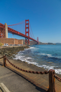 View of Golden Gate Bridge and Fort Point from Marine Drive, San Francisco, California, United Stateの写真素材 [FYI03790442]