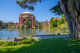 View of Palace of Fine Arts Theatre, San Francisco, California, United States of America, North Amerの写真素材 [FYI03790449]