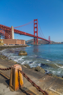View of Golden Gate Bridge and Fort Point from Marine Drive, San Francisco, California, United Stateの写真素材 [FYI03790455]